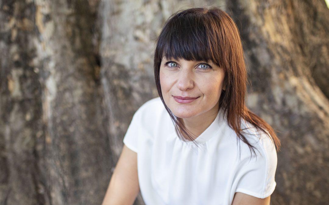 """Литературен фестивал """"ВарнаЛит"""": Среща с писателката Виктория Бешлийска и дебютният ѝ роман """"Глина"""""""